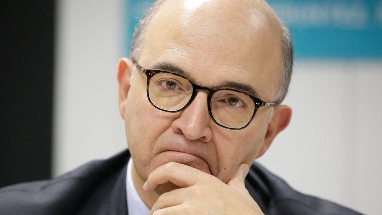 Le ministre de l'Economie, Pierre Moscovici, lors d'une visite d'entreprise, le 7 novembre 2013 à Paris. (MAXPPP)
