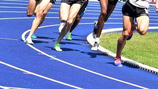 Coureurs sur une piste d'athlétisme. Image d'illustration. (MAXPPP)