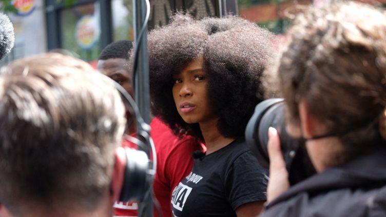 Assa Traoré, lle 13 juin 2020lors d'une manifestation à Paris contre les violences policières à l'appel du comité Adama Traoré en mémoire de celui-ci et de George Floyd tué aux Etats-Unis. (NATHANAEL CHARBONNIER / RADIO FRANCE)