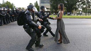 Sujets contemporains, premier prix. Dans cette photo de Jonathan Bachman, une manifestante est arrêtée par la police en marge d'un rassemblement de protestation contre la mort d'Alton Sterling, le 9 juillet 2016 à Bâton-Rouge (Etats-Unis). (JONATHAN BACHMAN/AP/SIPA / AP)