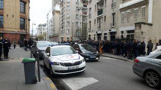 La sécurité a été renforcée devant la mosquée de Javel, dans le 15e arrondissement de Paris, vendredi 15 mars 2019, après les attentats de Christchurch. (JÉRÔME JADOT / RADIO FRANCE)