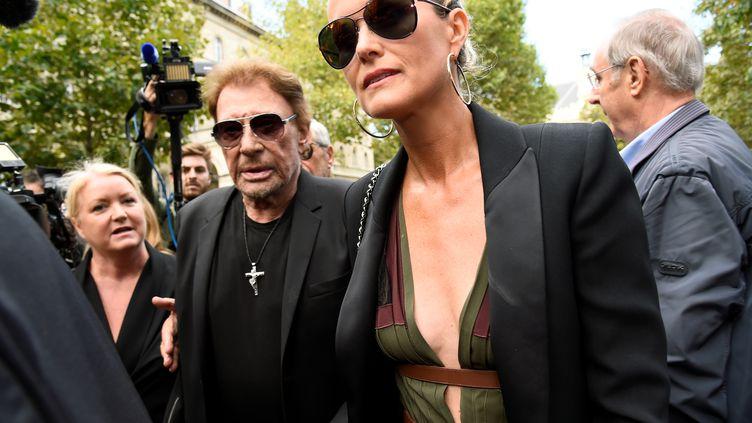 Johnny et LæticiaHallyday arrivent en l'église Saint-Sulpice, le 1er septembre 2017 à Paris. (BERTRAND GUAY / AFP)