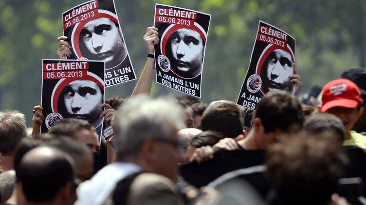 Une manifestation en hommage à Clément Méric, à Paris, le 8 juin 2013. (LIONEL BONAVENTURE / AFP)