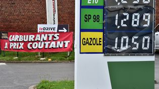 Les prix à la pompe affichés à Hermies (Pas-de-Calais) le 2 septembre 2015. (  MAXPPP)