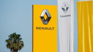 Un concessionnaire Renault à Morzine (Haute-Savoie), le 20 mai 2020. (JEAN-BAPTISTE PREMAT / HANS LUCAS / AFP)