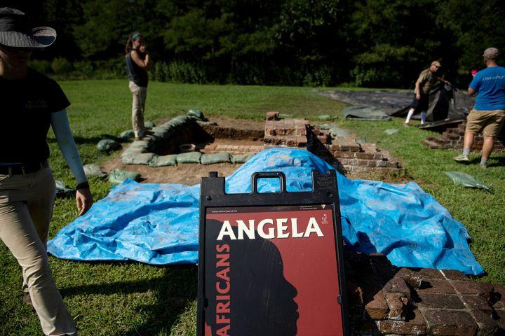Des archéologues travaillent sur une partie du site historique de Jamestown, en Virginie, le Colonial National Historical Park (19 août 2019) (BRENDAN SMIALOWSKI / AFP)