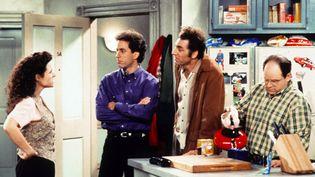 """Elaine, Jerry, Kramer et George (Julia Louis-Dreyfus, Jerry Seinfeld, Michael Richards, Jason Alexander) sur le plateau de la série """"Seinfeld"""". (KOBAL / THE PICTURE DESK / AFP)"""