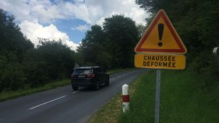 Sur une route départementale de la Creuse. (VINCENT DANIEL / FRANCEINFO)