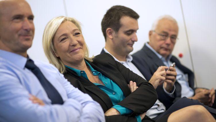 """Marine Le Pen, la présidente du Front national, lors du lancement du """"collectif Racine"""", un groupe d'enseignants pro-FN, le 12 octobre 2013 à Paris. (LIONEL BONAVENTURE / AFP)"""