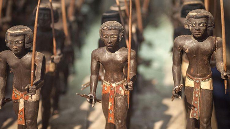 Statues d'archers nubiens exposés au Musée du Caire, après avoir été volées et retrouvées.  (Mahmoud Khaled /AFP)