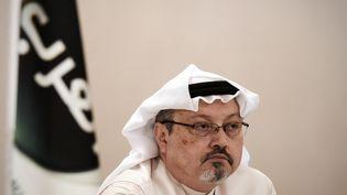 Le journaliste saoudien Jamal Khashoggi, le 15 décembre 2014, à Manama (Bahreïn). (MOHAMMED AL-SHAIKH / AFP)