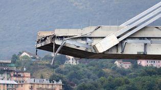 Le viaduc de Gênes (Italie), qui s'est effondré mardi 14 août 2018. (STEFANO RELLANDINI / REUTERS)