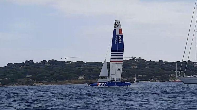 L'équipe de France s'entraîne sur son F50 avantune étape ducircuit mondial de Sail GP à Saint-Tropez, septembre 2001. (JEROME VAL / RADIOFRANCE)