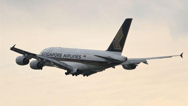 Un A380 de Singapore Airlines au décollage à l'aéroport de Singapour (AFP - ROSLAN RAHMAN)
