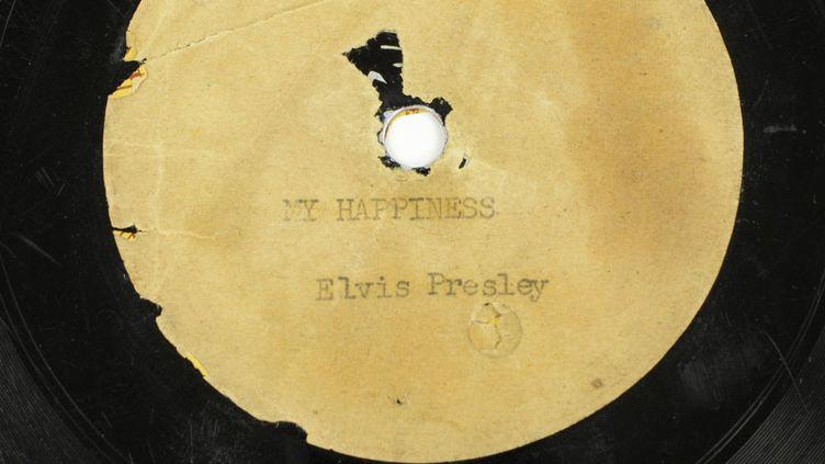 Le premier disque enregistré par Elvis Presley en 1953  (Elvis Presley's Graceland / AFP)