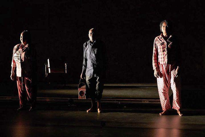 """""""Histoire du théâtre II"""" deFaustin Linyekul au Festival d'Avignon 2019. (© Christophe Raynaud de Lage)"""