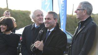 Le président de la région Nord-Pas-de-Calais-Picardie, Xavier Bertrand, lors d'une visite du président de la République à Neuville-Saint-Vaast (Pas-de-Calais), le 17 décembre 2015. (MAXPPP)