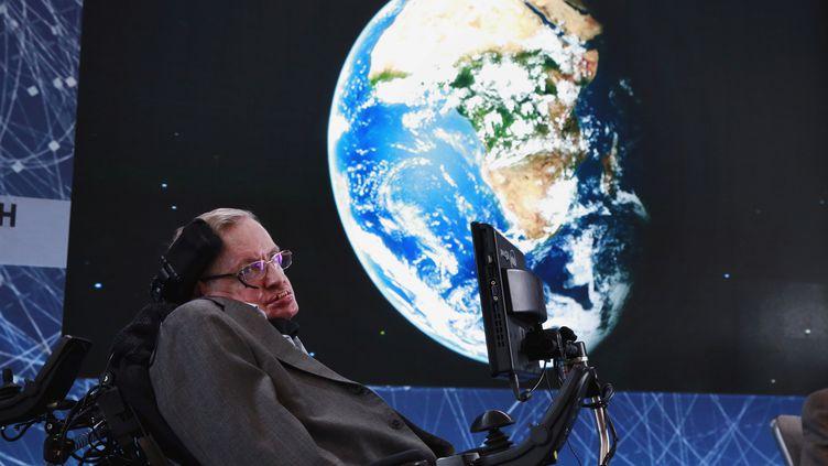 Stephen Hawking, à New York (Etats-Unis), le 12 avril 2016. (LUCAS JACKSON / REUTERS)