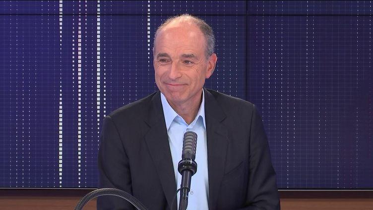 """Jean-François Copé, maire LR de Meaux était l'invité du """"8h30 franceinfo"""", lundi 27 septembre 2021. (FRANCEINFO / RADIOFRANCE)"""