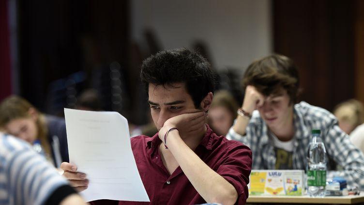 Des lycéens passent une épreuve du baccalauréat le 15 juin 2016 au lycéeFustel-de-Coulanges àStrasbourg. (FREDERICK FLORIN / AFP)
