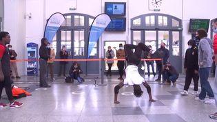 Battlle hip hop dans le gare de Saint-Brieuc pour soutenir le concours de la SNCF (Ville de Saint-Brieuc)