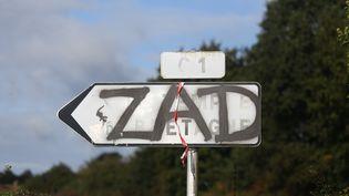 """Un panneau tagué """"ZAD"""" près de Notre-Dame-des-Landes, le 22 septembre 2015. (CITIZENSIDE/THIBAUT GODET / CITIZENSIDE)"""