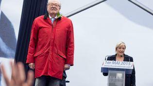 Jean-Marie Le Pen et sa fille, Marine, à la tribune de la place de l'Opéra, à Paris,le 1er mai 2015. (  MAXPPP.)