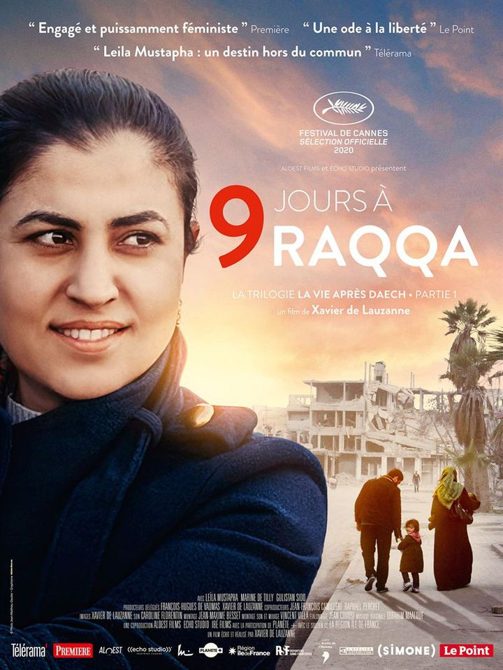 """Leila Mustapha sur l'affiche du film """"9 jours à Raqqa"""" de Xavier de Lauzanne. (ALOEST FILMS ET ECHO STUDIO / ALLOCINE)"""