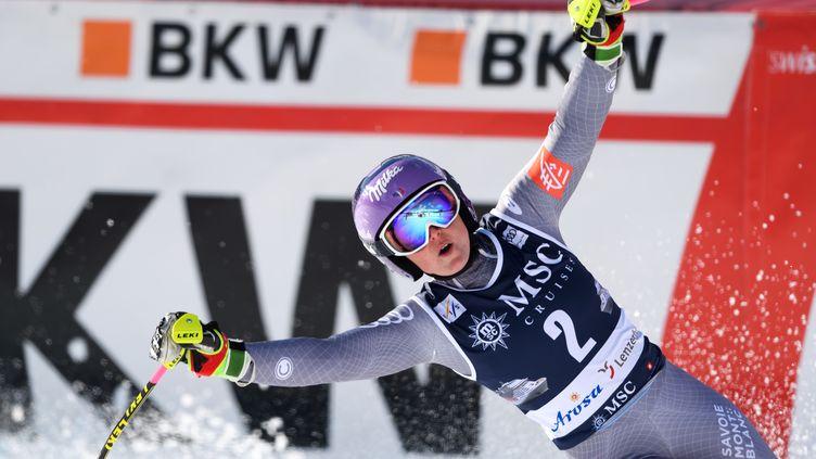 La joie de la Française Tessa Worley lors de sa victoire sur le slalom géant de Lenzerheide (Suisse). (FABRICE COFFRINI / AFP)