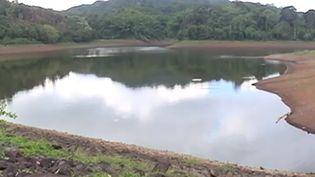 Une sécheresse jamais vue sur l'île de Mayotte, avec une saison des pluies sans eau. Au rythme actuel, l'île pourrait ne plus avoir d'eau le mois prochain. (FRANCE 3)