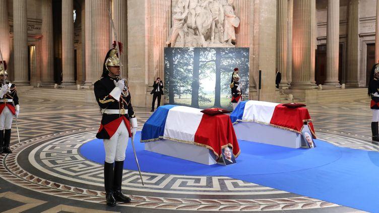 Simone Veil et son époux et Antoine accueillis au Panthéon.  (Ludovic MARIN / AFP / POOL)