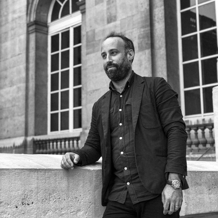 Arthur Dénouveaux,président de Life For Paris, au Palais de Paris, pour le procès des attentats du 13-Novembre. (DAVID FRITZ-GOEPPINGER POUR FRANCEINFO)