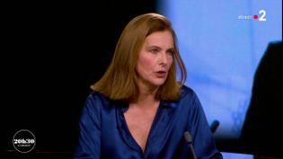 """Carole Bouquet, le 4 mars 2018 sur France 2 dans """"20h30 le dimanche"""". (FRANCE 2)"""