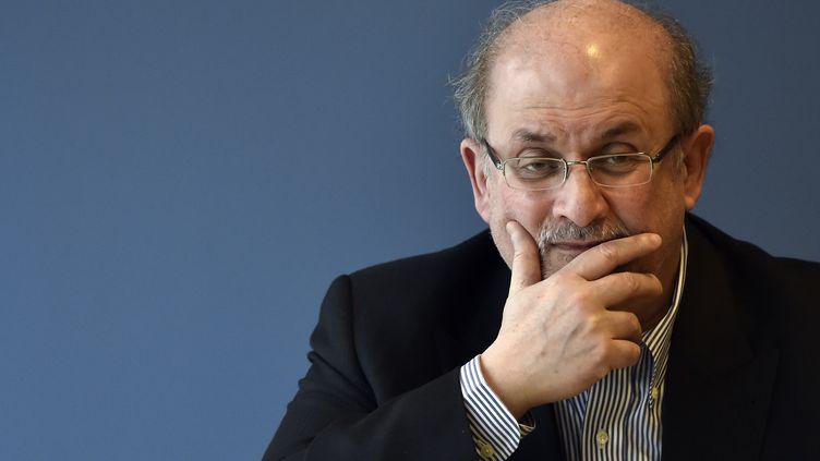 """L'auteur Salman Rushdie lors de la promotion de son livre """"Deux ans, huit mois et vingt-huit nuits"""" à Madrid le 6 octobre 2015. (GERARD JULIEN / AFP)"""
