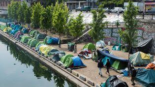 Un campement de migrants dans le nord est de Paris, le 15 mai 2018. (MAXPPP)