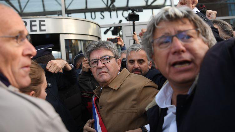 Jean-Luc Mélenchon à son arrivée au Palais de justice de Bobigny, le 19 septembre 2019. (CHRISTOPHE ARCHAMBAULT / AFP)