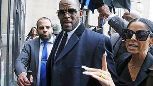 L'ancien chanteur R. Kelly arrive dans un tribunal de Chicago (Illinois), le 7 mai 2019. (NUCCIO DINUZZO / GETTY IMAGES NORTH AMERICA / AFP)