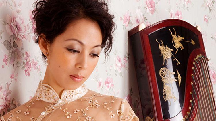 Jiang Nan, une joueuse de cithare  (France3/culturebox)