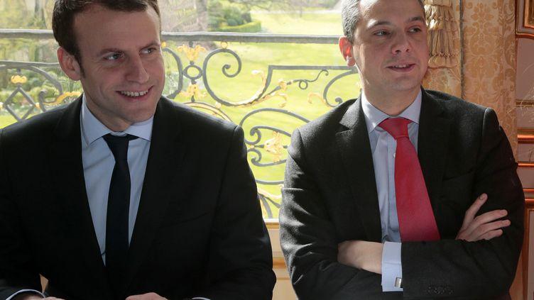 Emmanuel Macron accompagné d'Alexis Kohler, son ancien directeur de cabinet à Bercy, en réunion à Matignon (Paris), le 7 mars 2016. (JACQUES DEMARTHON / AFP)