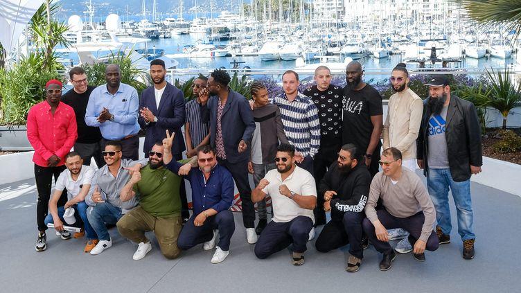"""Autour de Ladj Ly, l'équipe du film """"Les Misérables"""", à Cannes le 16 mai 2019 (JULIE EDWARDS/AVALON.RED / MAXPPP)"""