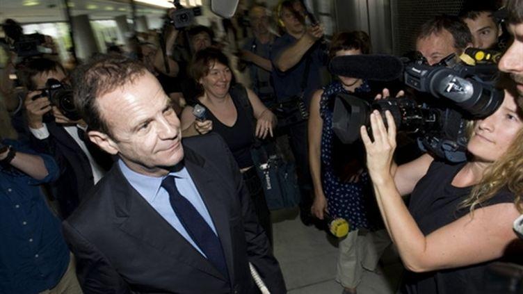 Le photographe François-Marie Banier, le 1er juillet 2010, quittant le tribunal de Nanterre. (AFP)