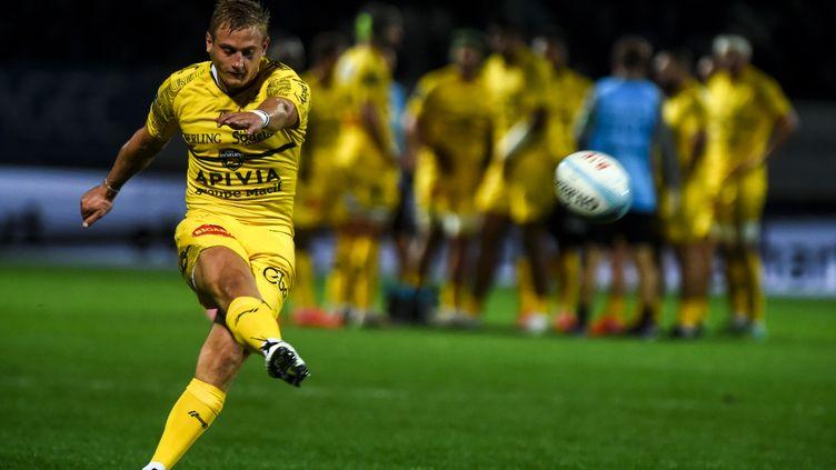Jules Plisson, demi-d'ouverture de La Rochelle, a inscrit 16 points (GAIZKA IROZ / AFP)