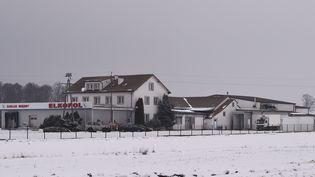 L'abattoirElkopol,à Kalinowo, a été fermé après que l'affaire de la viande avariée a éclaté.Une équipe d'experts européens se rendra en Pologne du 4 au 8 février pour évaluer la situation sur place.  (JANEK SKARZYNSKI / AFP)