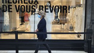 Dès la réouverture des magasins d'habillement, les consommateurs se sont précipités dans les boutiques en mai 2020 (ARIE BOTBOL / HANS LUCAS)