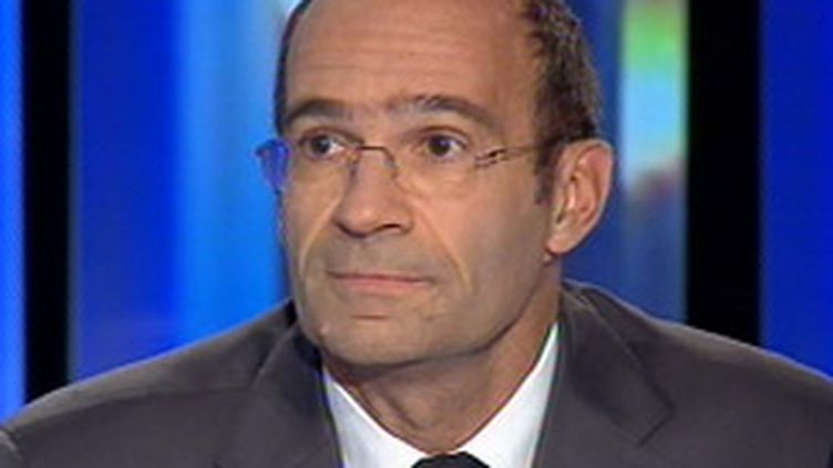 Eric Woerth, ministre du budget, sur le plateau du 20h00 de France 2, le 26 septembre 2008 (© France 2)