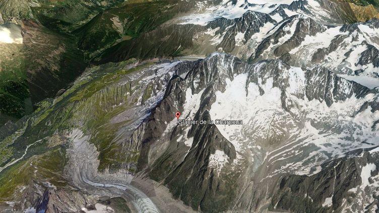 Le glacier de la Charpoua situé en dessous de l'Aiguille Verte dans le massif du Mont-Blanc. (Landsat / Copernicus / Digitalglobe / Google Earth)
