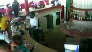 Capture d'acran montrant les employés de l'hôtel Etoile du sud de Grand-Bassam (Côte d'Ivoire lors de l'arttaque terroriste le 13 mars 2016 (REUTERS)