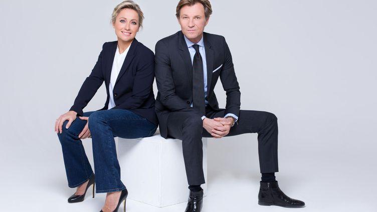 Anne-Sophie Lapix et Laurent Delahousse présentent la soirée spéciale des élections sur France 2, le 20 juin 2021. (DELPHINE GHOSAROSSIAN / FRANCE TELEVISIONS)