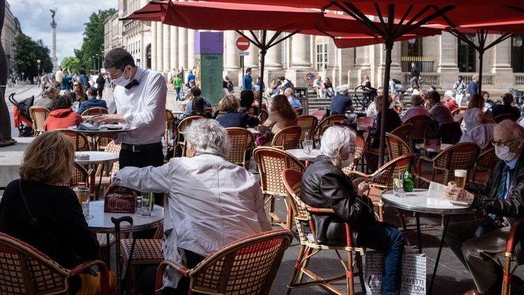 Un restaurant, à Bordeaux en France, le 2 juin 2021. (VALENTINO BELLONI / HANS LUCAS / AFP)