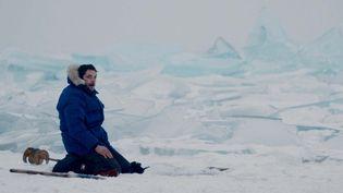 Raphaël Personnaz dans les étendues glacées de la Sibérie.  (2016 NORD-OUEST FILMS)